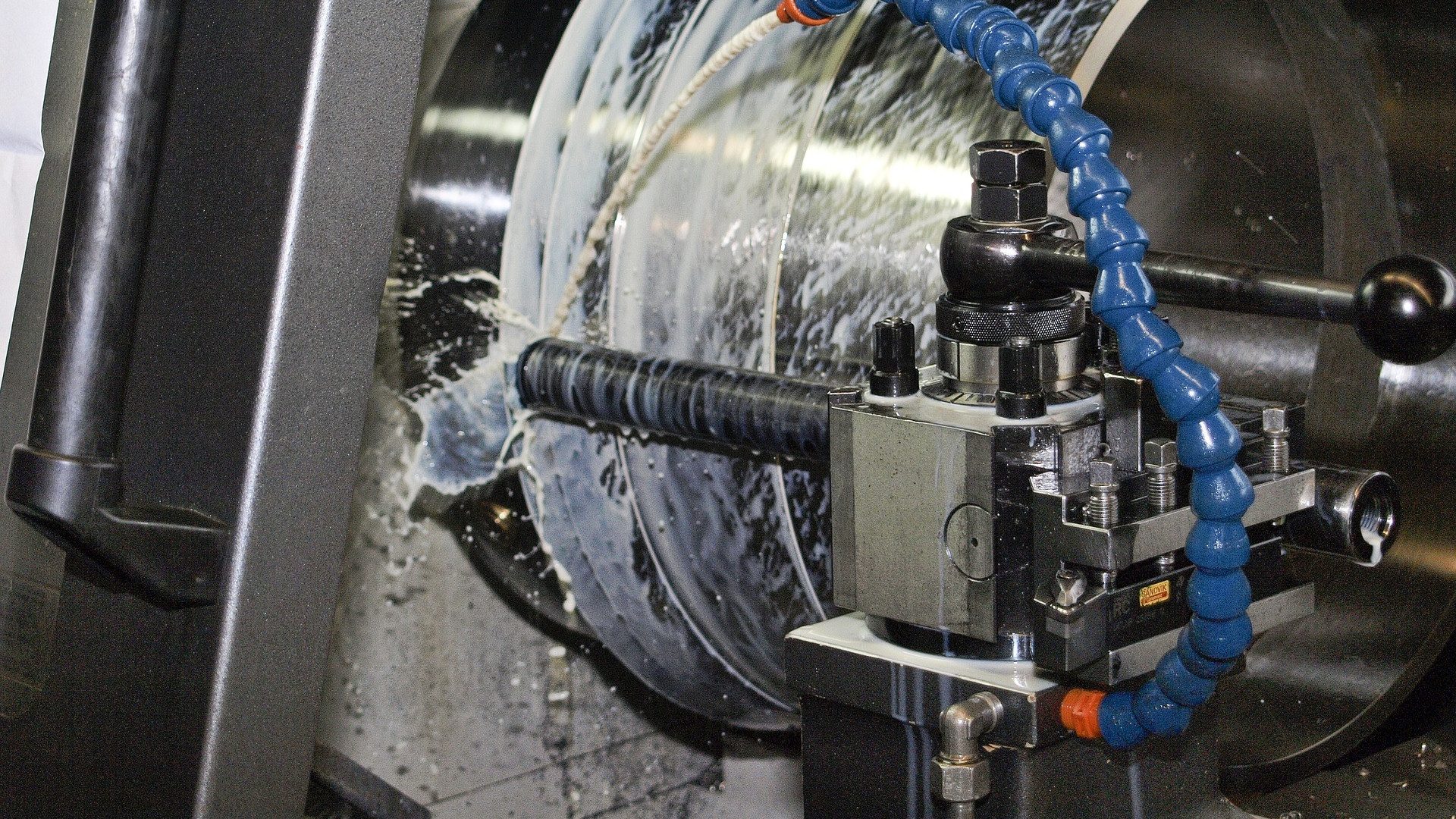 <p>Overhauls and modernization of all types of machines tools - horizontal borers, carrousels, lathes, milling machines.</p>